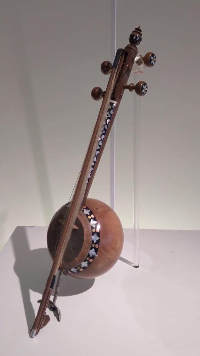 baku-moderna-centro-heydar-aliv-hadid-instrumentos-musicais-1_hd.original