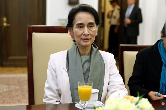 800px-Aung_San_Suu_Kyi_Senate_of_Poland