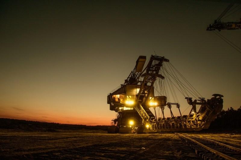 mining_excavator_electric_bucket_wheel_excavator_walking_excavator_moscow_region_bucket_body_night-793868