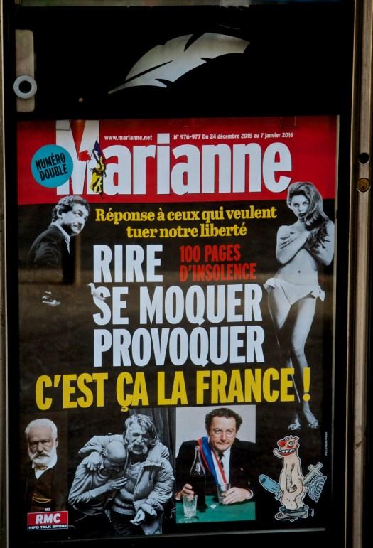 La pluma de Marianne… edición de Noche Buena (2015). Kiosco Saint-Fargeau. París XX. | Foto por armando segovia / segoviaspixes (2005). This is a free cultural license… Take it. C'est Ça La France!!!