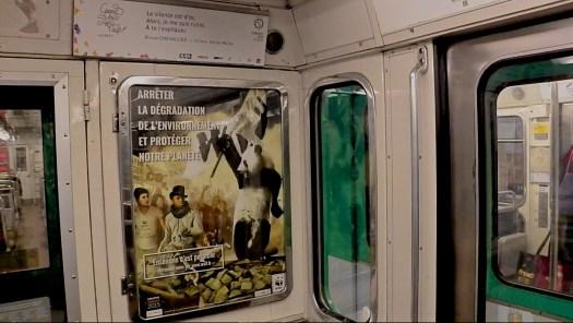 El romanticismo de una Concesión Administrativa [Autónoma_del_Estado] de los Transportes Parisinos… o R.A.T.P., por sus siglas en Francés. | En el anuncio principal: Konfupanda y una revolución concesionada. En el anuncio suplementario: uno de los poemas ganadores del Gran Premio de Poseía de la R.A.T.P.. || Foto por armando segovia / segoviaspixes (copy-left)… Uso justo del transporte urbano.