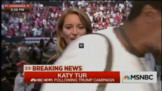 Oh la la con los fotógrafos… uso justo de Katy Tur y de NBC NEWS. | No rights claimed — Fair use of the American coverage of a political campaign for presidency of the U.S. of A.