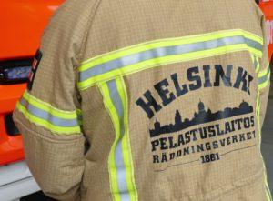 Leikkipuiston rakennuspaloon hälytettiin 10 pelastustoimen yksikköä ja yksi ambulanssi.