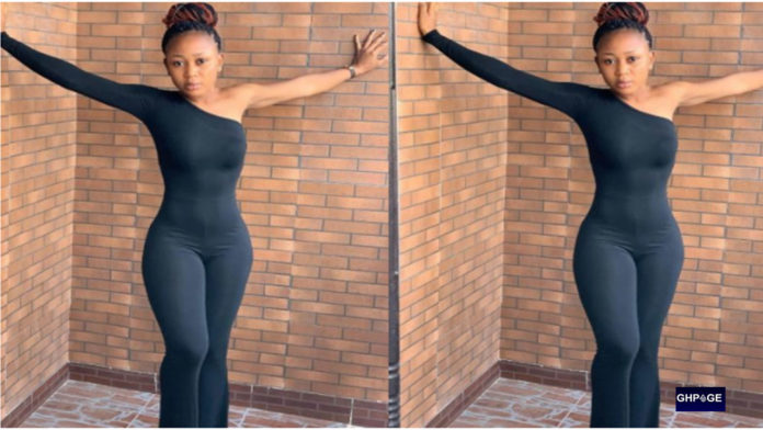 """PHOTOS: Akuapem Poloo breaks promise, goes raw again to show off """"nyash"""""""