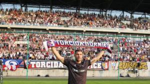 A promise to his grandma & an unprecedented welcome – Lukas Podolski finally makes his dream move
