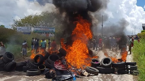 Residents of Pacaraima barricaded roads near the camps and burned migrants' belongings