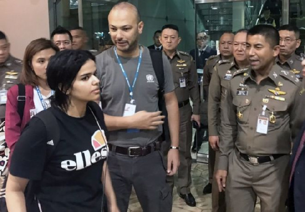 Rahaf Mohammed al-Qunun, pictured at Bangkok airport