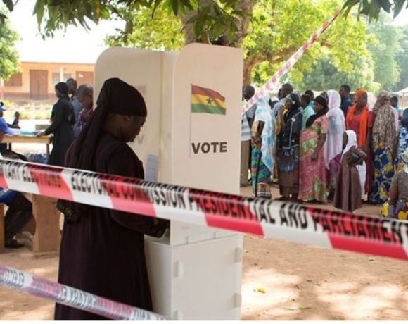 Woman voting at polling station, vote File photo