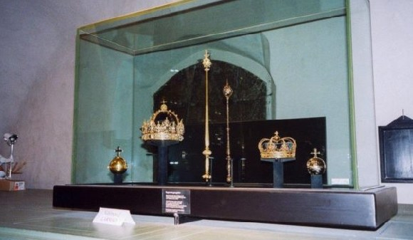 The stolen jewels belonged to the Swedish monarchs who lived in the early 1600s