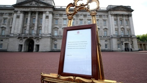 A picture shows an official notice set up on an easel at the gates of Buckingham Palace in London