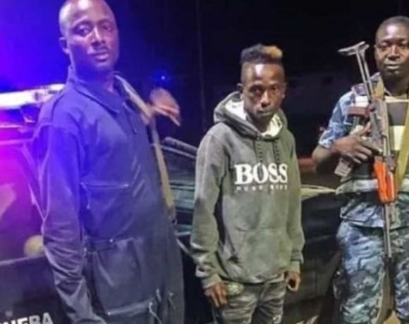 Patapaa poses with policemen