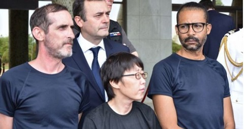 Patrick Picque, left, and Laurent Lassimouillas, right, with a South Korean hostage