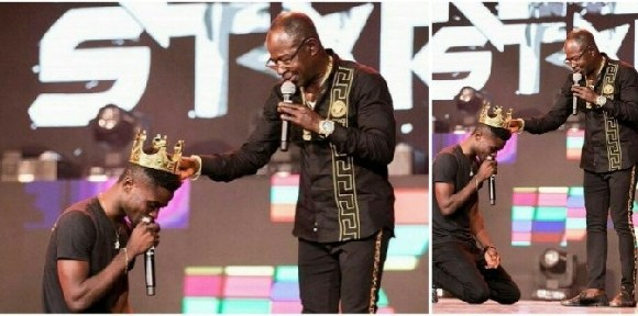 Veteran highlife Musician Amakye Dede crowned Kuami Eugene King of Highlife at the just ended VGMA20