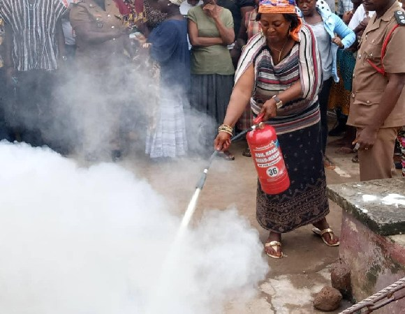 Market woman uses fire extinguisher