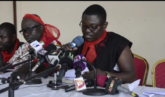 Aggrieved customers at press conference