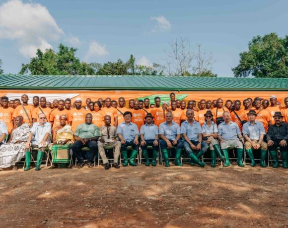 Olam International Board of Directors with Cocoa farmers in Ghana