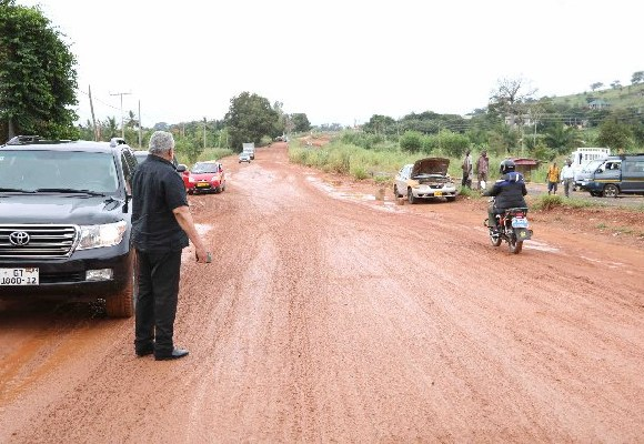 Rawlings inspecting sections of the Sokode-Ho road on Thursday