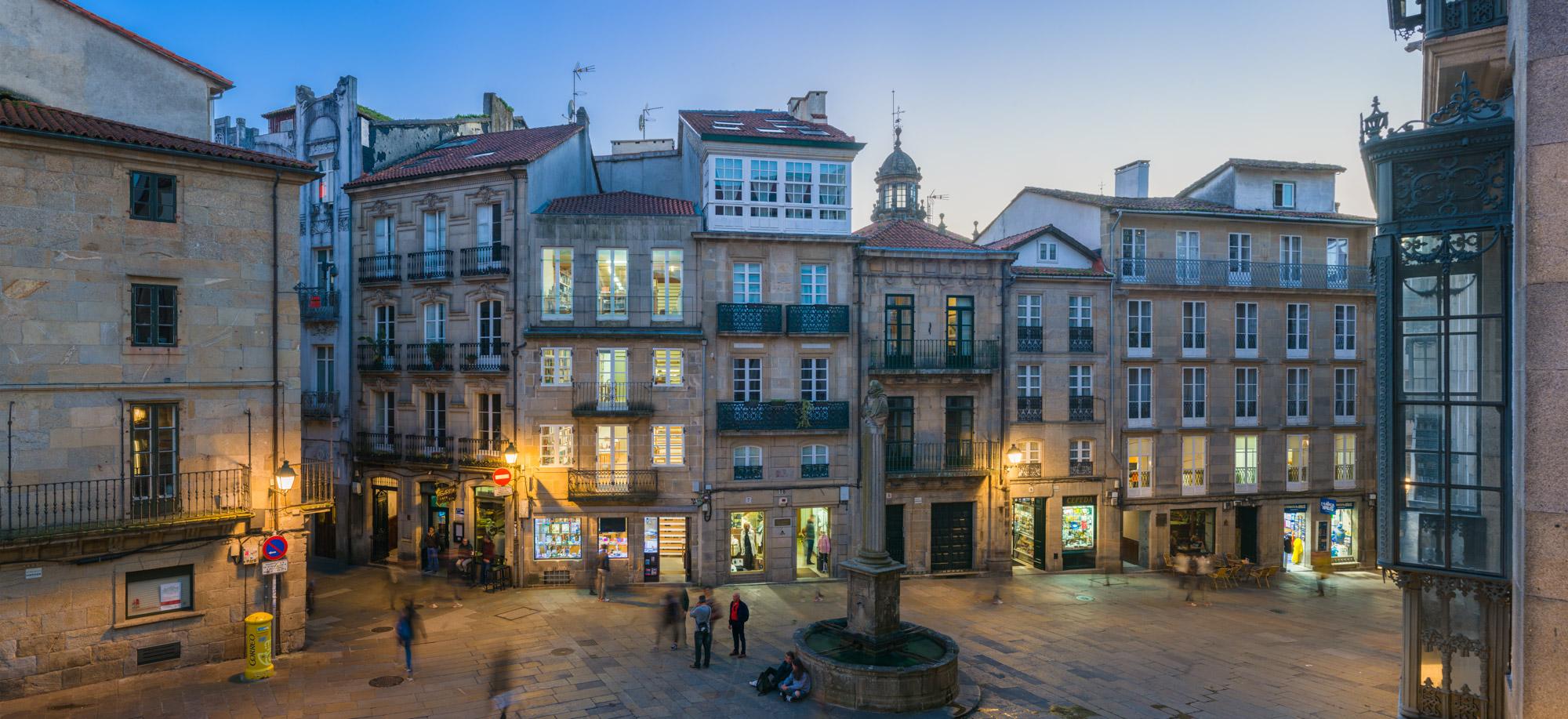 fotografía panorámica da Praza de Cervantes-Santiago de Compostela