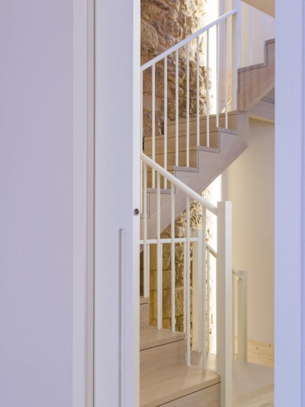 Escaleiras de madeira nunha casa unifamiliar-Carpintería Marquez y Vilela