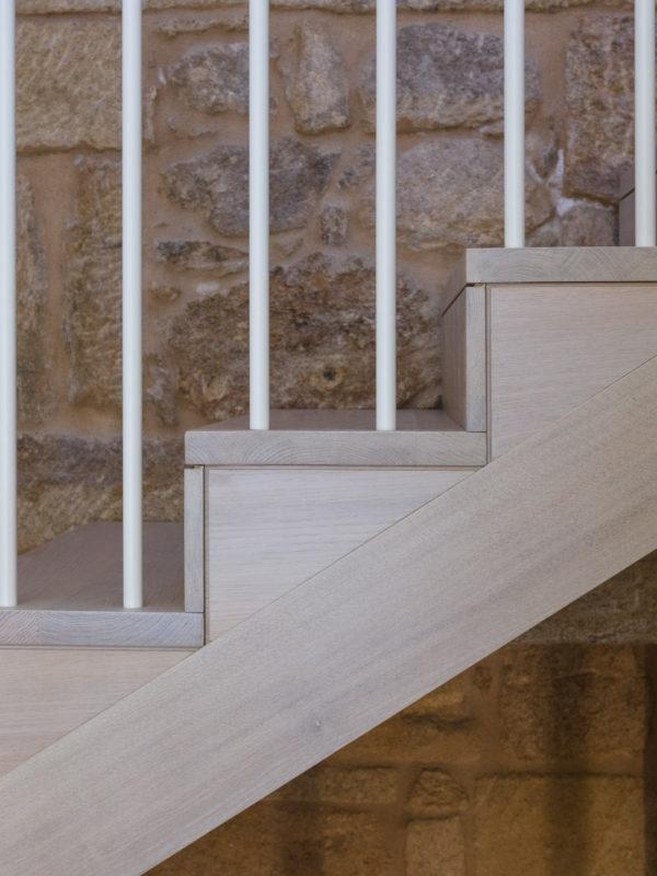 Detalle Escaleira de madeira nunha casa unifamiliar-Carpintería Marquez y Vilela