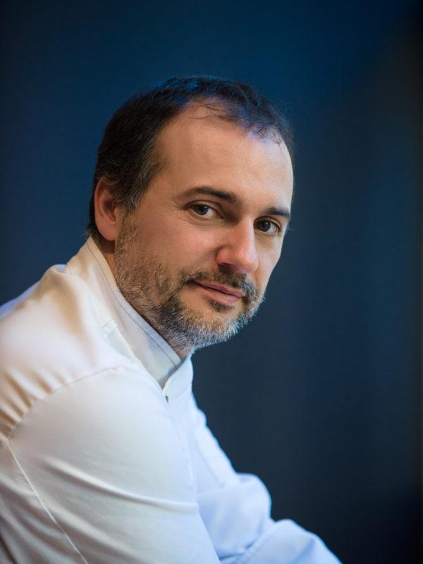 Foto Retrato en estudio do Chef Javier Montero