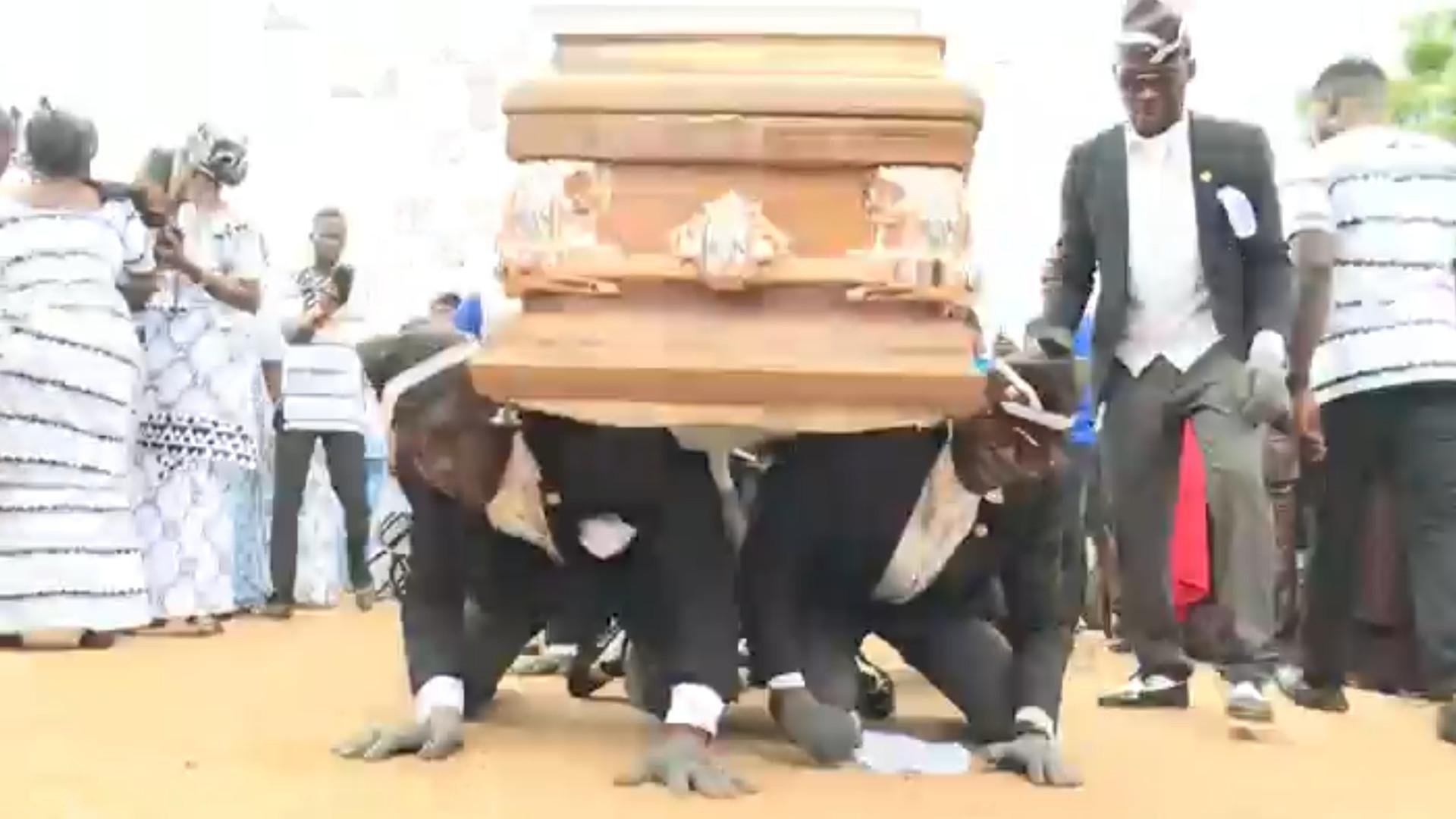 Si hay un entierro original éste en Ghana se lleva la palma 1920