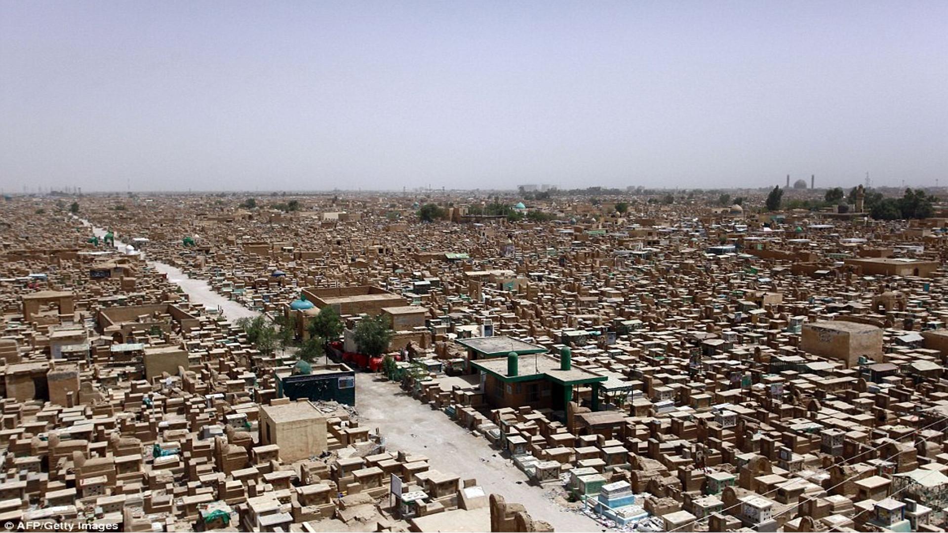 Wadi al-Salam la ciudad de...