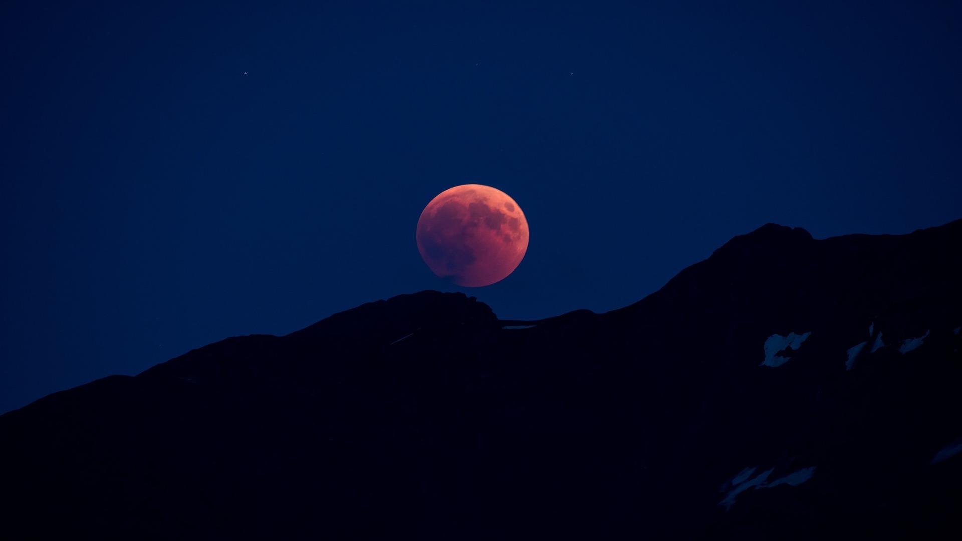 La Luna de Sangre y las advertencias del fin del mundo1920