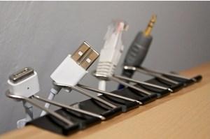 Tips Cara Mudah Mengatur Kabel Yang Berserakan di Meja