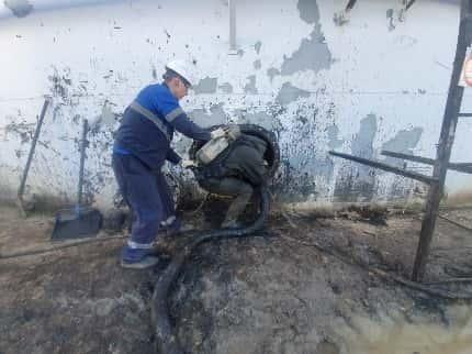 Процесс откачки нефтешлама