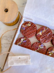 image-sweet-box-biscuits-fleurs-agap