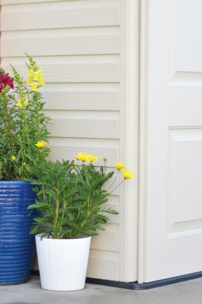 Prepping my yard for Spring with Rubbermaid!