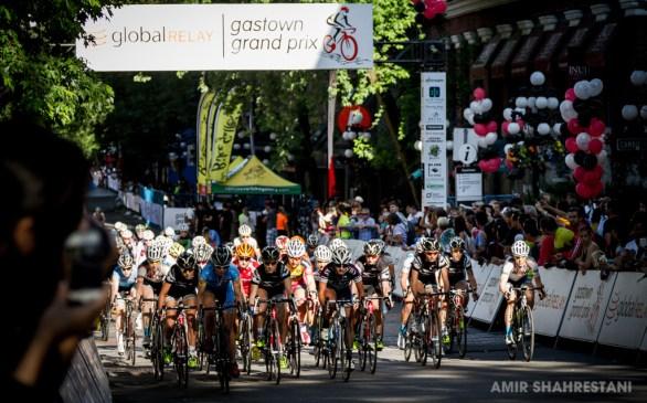 Start of the women's race