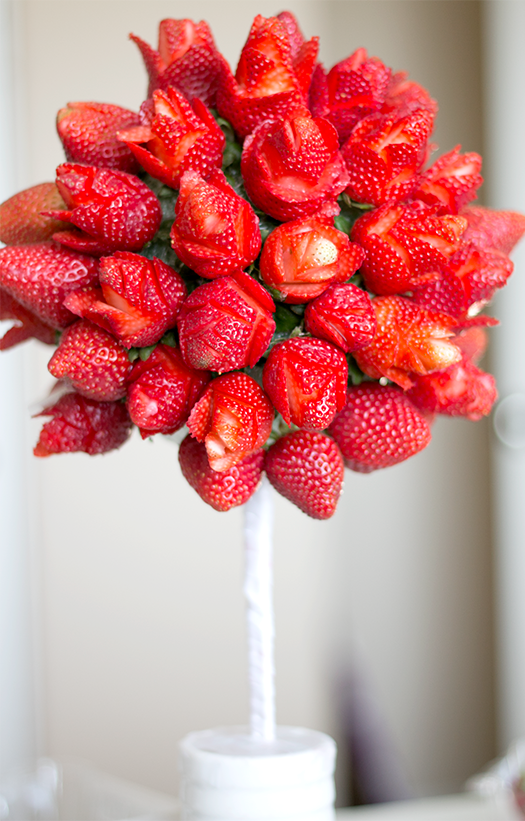 How to create a strawberry rose topiary | ashandcrafts.com