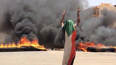 Photo of الشرطة السودانية تطلق الغاز المسيل للدموع على المتظاهرين