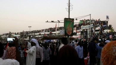 Photo of مقتل متظاهر بالاحتجاجات ضد المجلس العسكري السوداني والمعارضة تدعو للتوجه إلى القصر الرئاسي