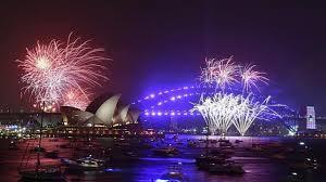 الإمارات تستقبل العام الجديد (فيديو)