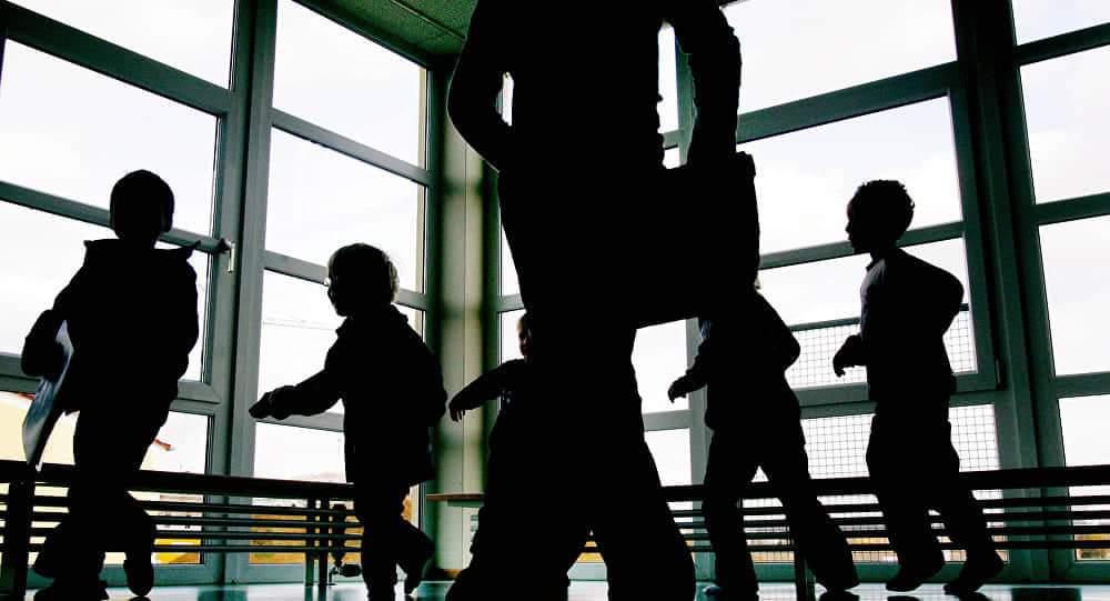 فرار المتهمين بتصوير أطفال مغاربة بأفلام إباحية من سجن إسباني منوعات