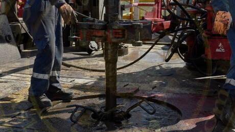 النفط يزيد من خسائره بعد اتفاق