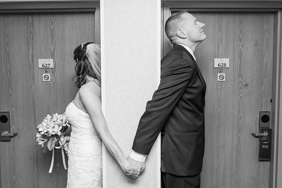 bride and groom not seeing each other before the wedding