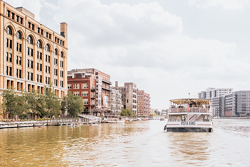 edelweiss boat tours for the milwaukee river