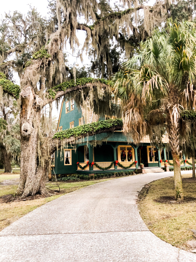 jekyll island houses at christmastime