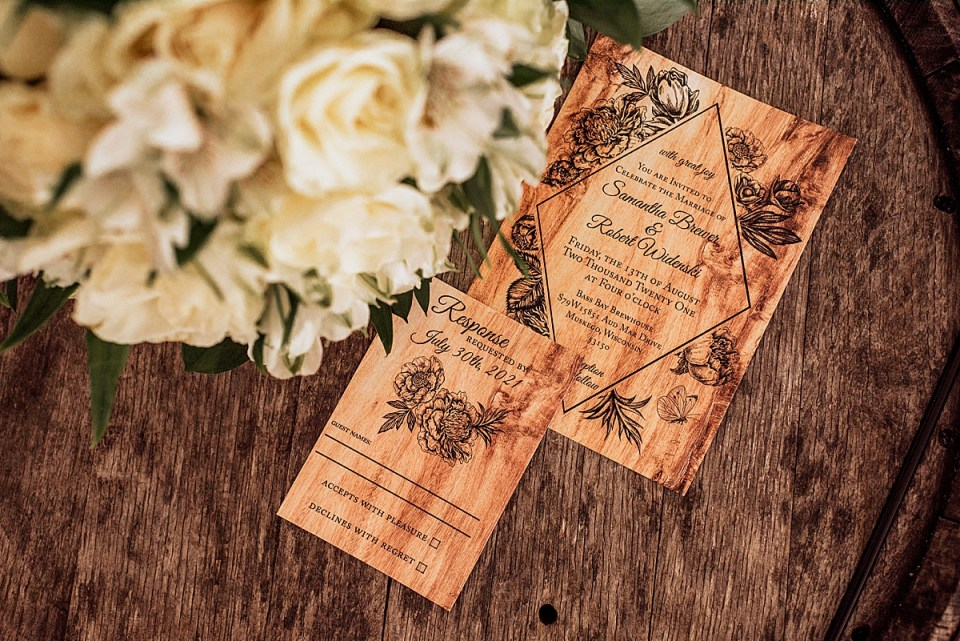wedding invitations with bouquet