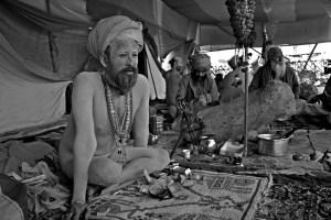 Naga Sadhu @ Juna Akhara by Roshan Travel Photography (https://creativecommons.org/licenses/by-sa/2.0/)