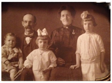 Asbury and Ella Whisnant with children, ca. 1916