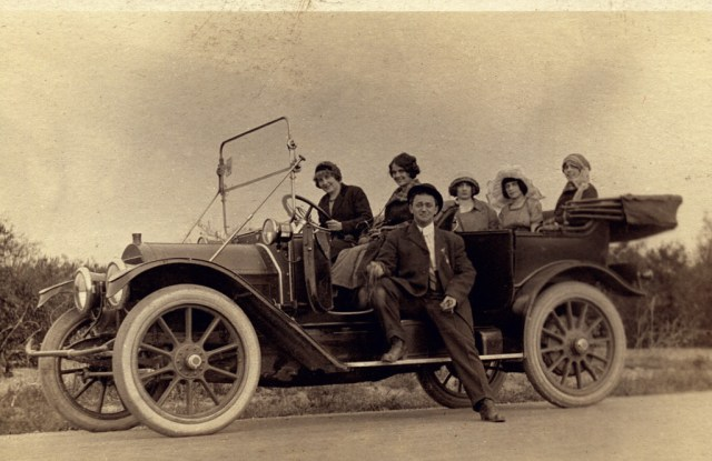 Model 30 Cadillac Touring Car, Model 30 (1912). Wikimedia Commons. First car with electric lighting and starting. Cruised at 40-45 mph with 30 h.p., 4-cylinder engine. Cost $1,890 (=$47,250 in 2015 dollars). Mr. Waddell owned two of them. Wikimedia Commons.