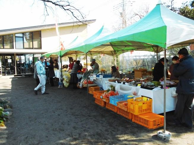 瀬戸屋敷のエリア内では農産物等の物産も販売