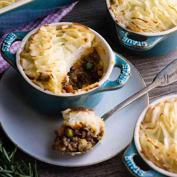 Traditional Shepherds Pie Recipe Video - plus 21 more pie ...
