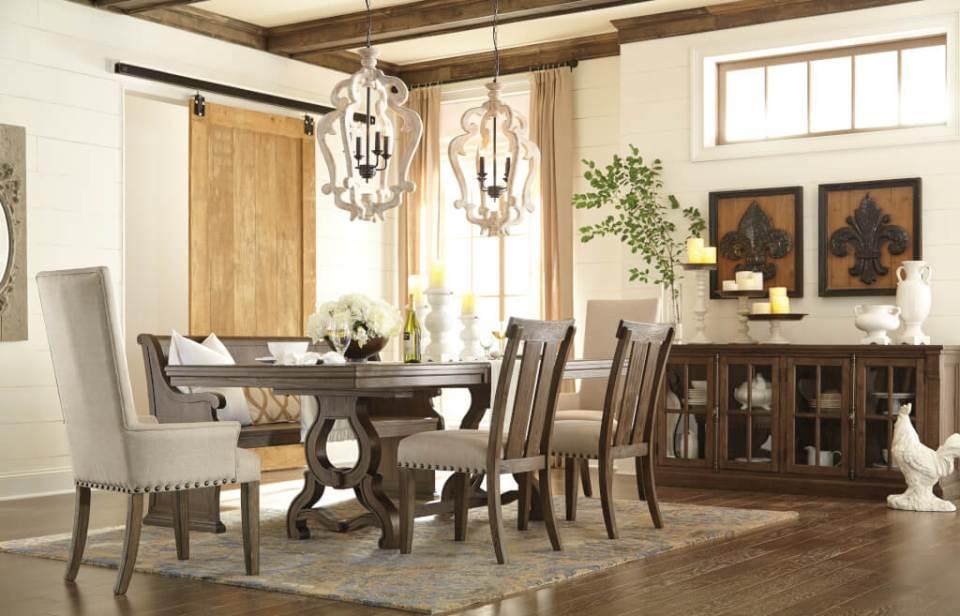 ラスティックな風合いの伸張式テーブル