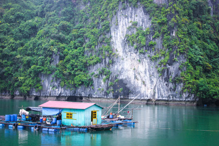 Halong_Bay_Party_Boat_2